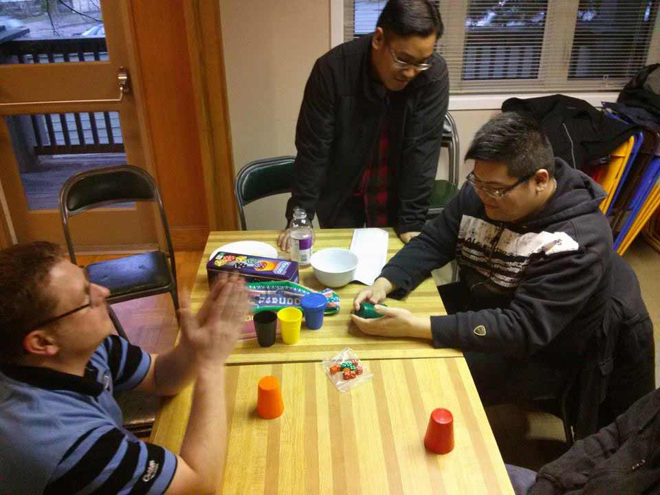 dudes playing Perudo